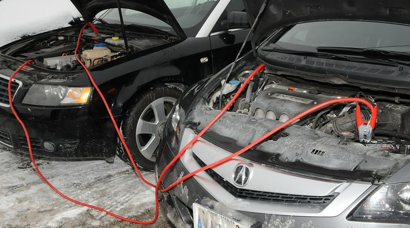 How to jumpstart car battery -side by side